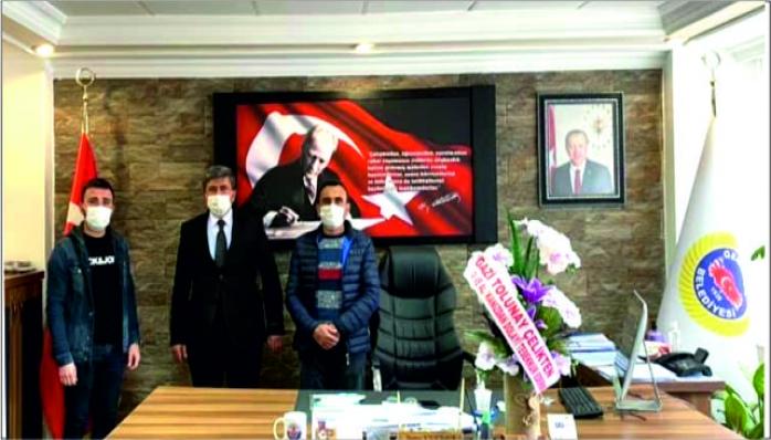 Gazi ve Babası Belediye Başkanı Kılıçdağı'nı Ziyaret Etti